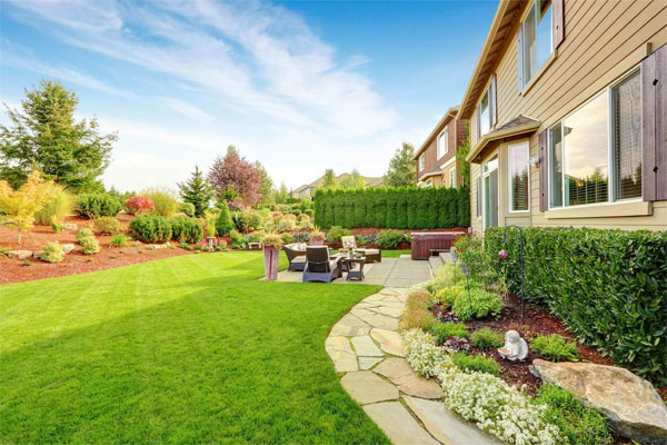 Home in Tyler, TX with professional lawn care services.